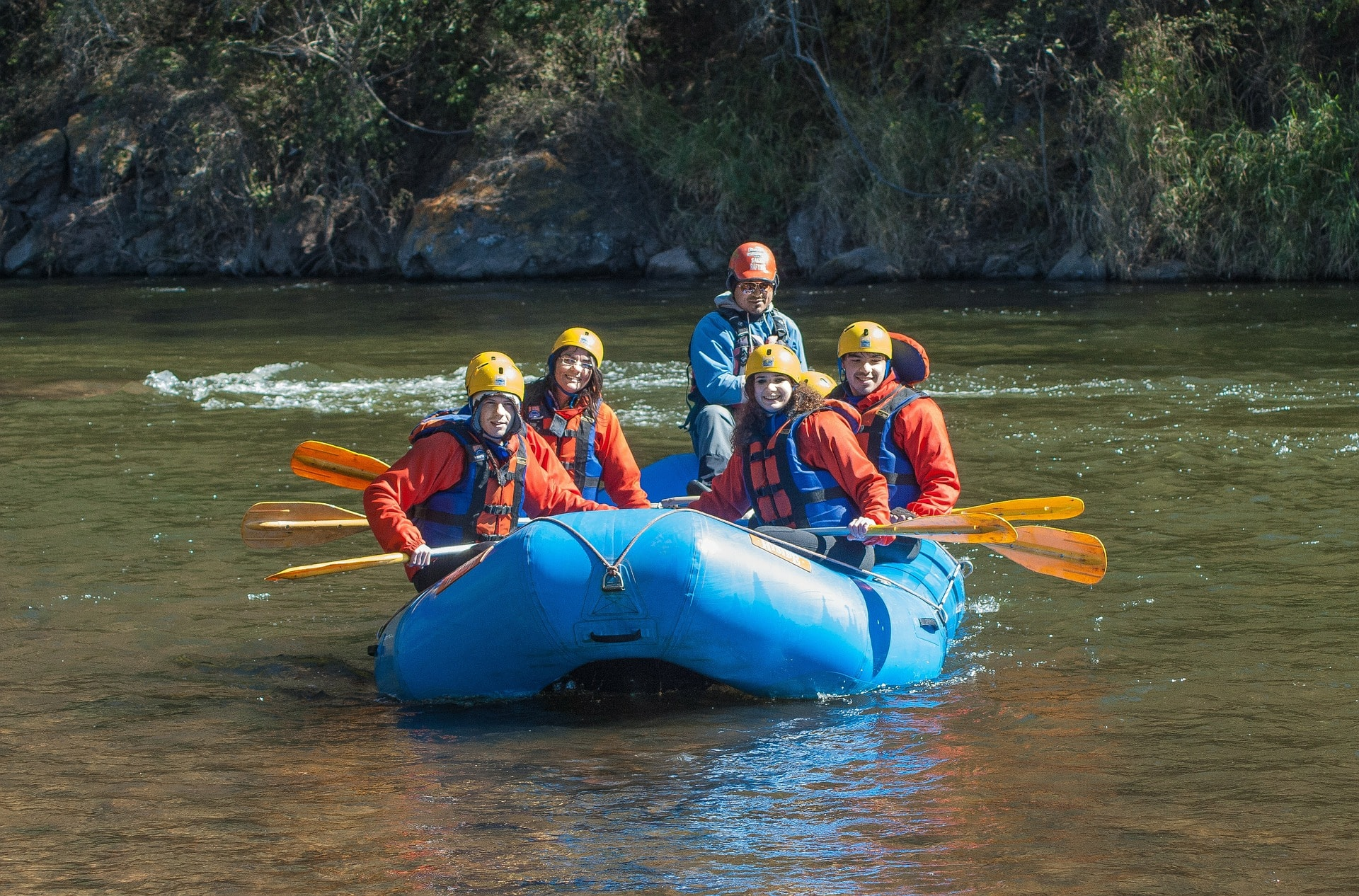 Students river-rafting for school group travel near Vancouver, CA